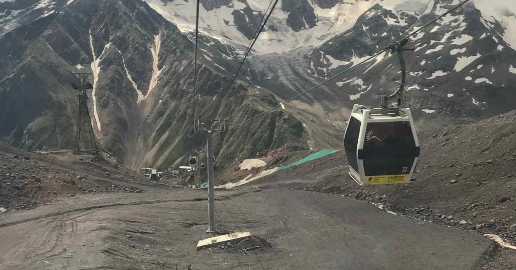 Adventure-Pulse-ski-lift-on-mt-elbrus